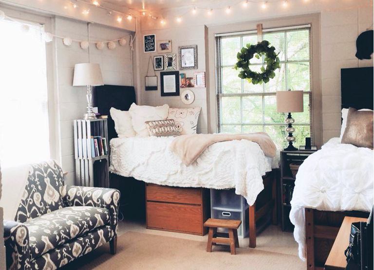 8 Must Haves To Make Your Dorm Room Feel Homey